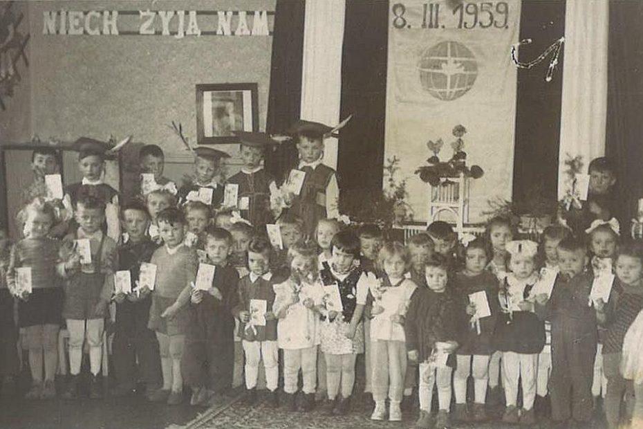 Jaworzyna-Śląska.-Przedszkole-PKP-Dzień-Kobiet-08.03.1959