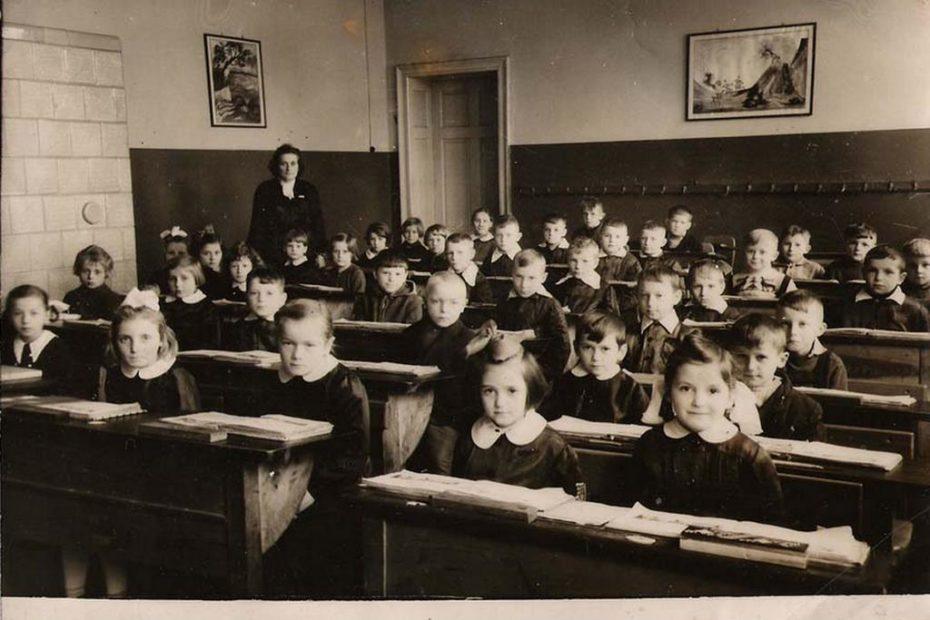 Szkoła Podstawowa w Piotrowicach Świdnickich 1960/61