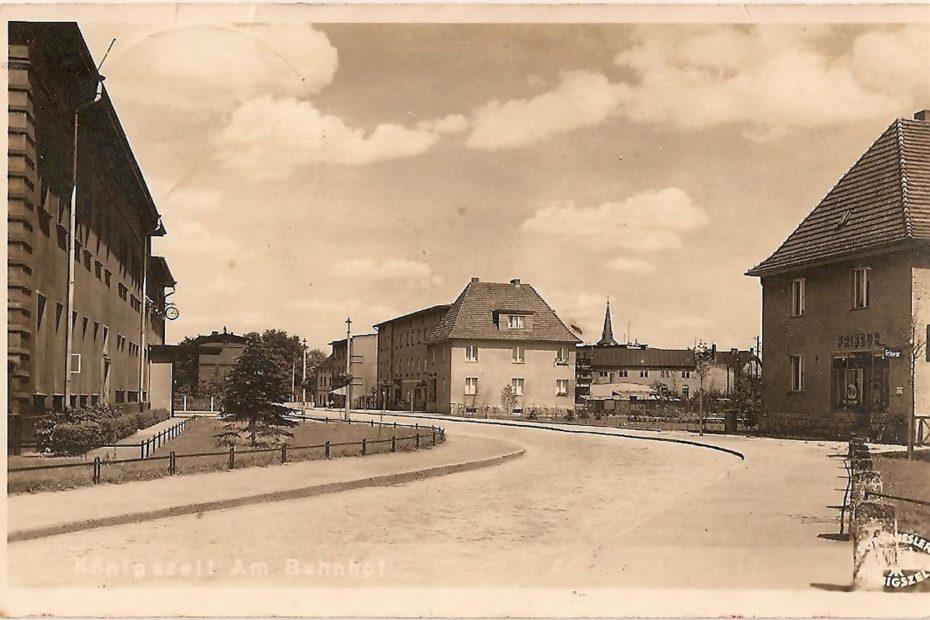Przed dworcem kolejowym, Bahnhoffstrasse, Königszelt Jaworzyna Śląska