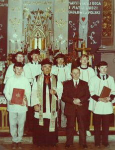 Lektorzy w kościele parafialnym w Jaworzynie Śląskiej z księdzem Janem Czajką i organistą Karolem Rutowiczem