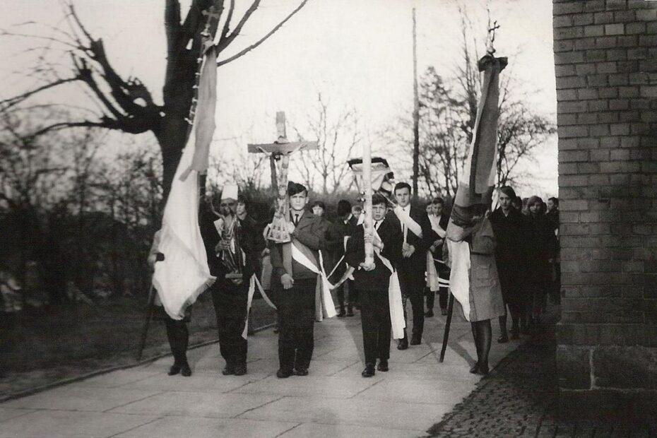 Procesja tysiąclecia Jaworzyna Śląska kościół 1966