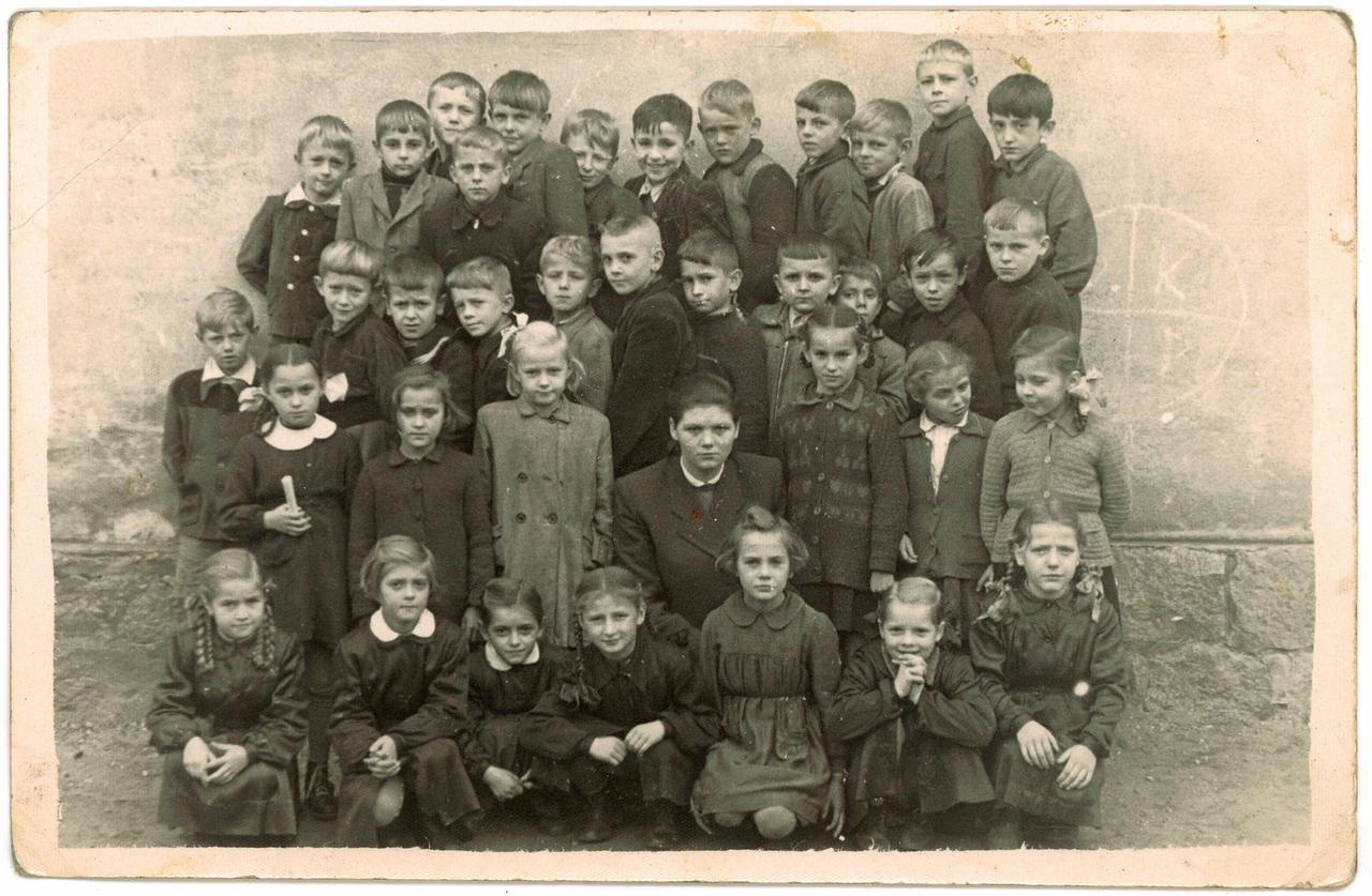 352. Fotografia – Uczniowie Szkoły Podstawowej w Jaworzynie Śląskiej 1959/60