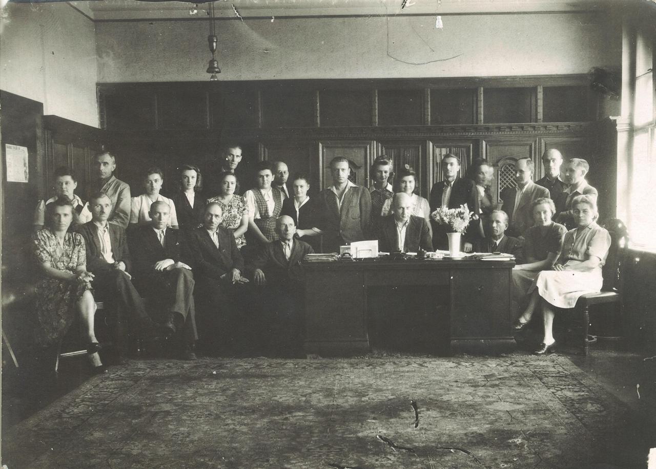 351. Fotografia – Kadra kierownicza ZPS Karolina z 1947 r.