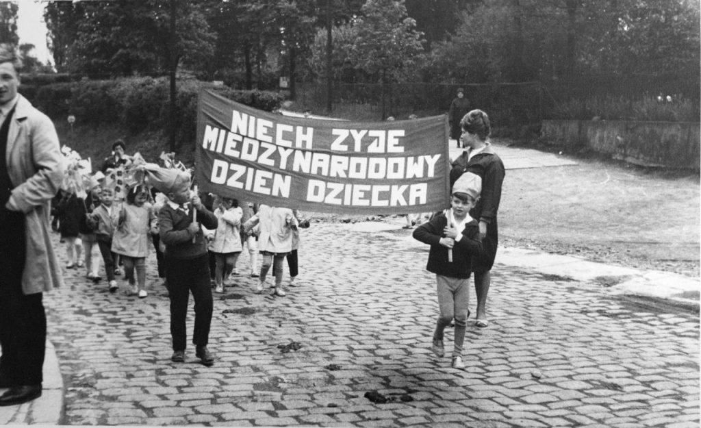 366. Fotografie – Przedszkolaki z Jaworzyny Śląskiej świętują Dzień Dziecka, 1965