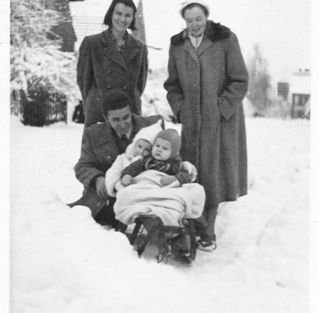 Ulica Romualda Traugutta w Jaworzynie Śląskiej zimą, 1952 rok