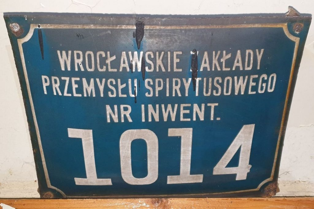 Tabliczka z wagi wagonowej gorzelni w Jaworzynie Śląskiej