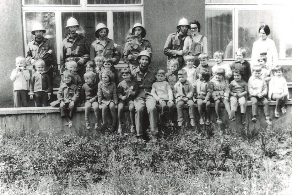 Wizyta strażaków w przedszkolu w Jaworzynie Śląskiej 1974
