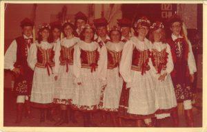 Zespół Pieśni i Tańca Karolina z Jaworzyny Śląskiej podczas występu z okazji Dnia Chemika 1980 r.